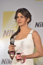 Priyanka Chopra launches Nikon 1 cameras in Mumbai on 21st March 2012 (36).JPG