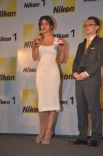 Priyanka Chopra launches Nikon 1 cameras in Mumbai on 21st March 2012 (38).JPG