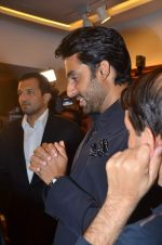 Abhishek Bachchan at Paresh Maity art event in ICIA on 22nd March 2012 (103).JPG