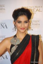 Sonam Kapoor at Loreal Femina Women Awards in Mumbai on 22nd March 2012 (109).JPG