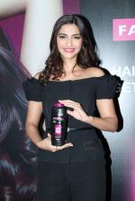 Sonam Kapoor at Loreal event in Mumbai on 22nd March 2012 (15).JPG