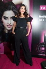 Sonam Kapoor at Loreal event in Mumbai on 22nd March 2012 (17).JPG