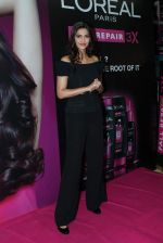 Sonam Kapoor at Loreal event in Mumbai on 22nd March 2012 (18).JPG