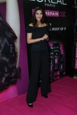 Sonam Kapoor at Loreal event in Mumbai on 22nd March 2012 (19).JPG