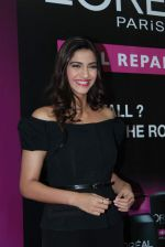 Sonam Kapoor at Loreal event in Mumbai on 22nd March 2012 (21).JPG