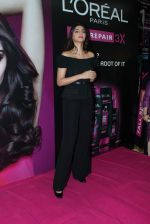 Sonam Kapoor at Loreal event in Mumbai on 22nd March 2012 (24).JPG
