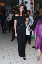 Sonam Kapoor at Loreal event in Mumbai on 22nd March 2012 (3).JPG