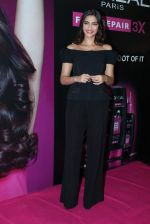 Sonam Kapoor at Loreal event in Mumbai on 22nd March 2012 (30).JPG