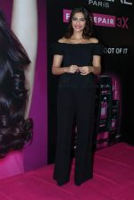 Sonam Kapoor at Loreal event in Mumbai on 22nd March 2012 (31).JPG
