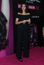 Sonam Kapoor at Loreal event in Mumbai on 22nd March 2012 (35).JPG