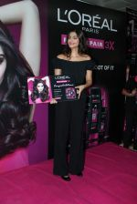 Sonam Kapoor at Loreal event in Mumbai on 22nd March 2012 (36).JPG