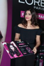 Sonam Kapoor at Loreal event in Mumbai on 22nd March 2012 (38).JPG