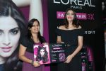 Sonam Kapoor at Loreal event in Mumbai on 22nd March 2012 (40).JPG