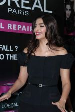 Sonam Kapoor at Loreal event in Mumbai on 22nd March 2012 (43).JPG