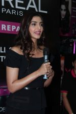 Sonam Kapoor at Loreal event in Mumbai on 22nd March 2012 (44).JPG