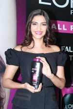 Sonam Kapoor at Loreal event in Mumbai on 22nd March 2012 (54).JPG