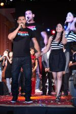John Abraham, Yami Gautam at Vicky Donor Promotional event in Marine Lines, Mumbai on 23rd March 2012 (9).JPG