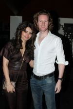 Shama Sikander, Alex O Neil at OPA Bar Nites launch in OPA, Juhu, Mumbai on 23rd March 2012 (23).JPG