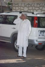 Javed Akhtar at Mona Kapoor funeral in Mumbai on 26th March 2012 (34).JPG