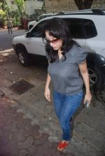 Madhurima Nigam at Mona Kapoor funeral in Mumbai on 26th March 2012 (29).JPG
