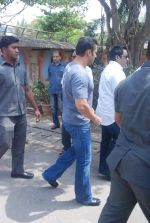 Salman Khan at Mona Kapoor funeral in Mumbai on 26th March 2012 (214).JPG