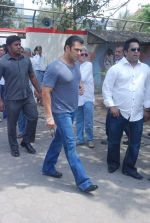 Salman Khan at Mona Kapoor funeral in Mumbai on 26th March 2012 (215).JPG