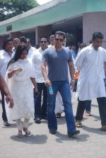Salman Khan at Mona Kapoor funeral in Mumbai on 26th March 2012 (234).JPG