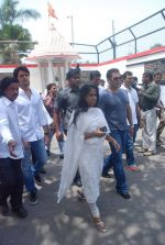 Salman Khan at Mona Kapoor funeral in Mumbai on 26th March 2012 (237).JPG