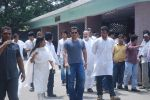 Salman Khan at Mona Kapoor funeral in Mumbai on 26th March 2012 (233).JPG