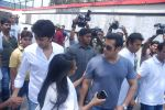 Salman Khan, Ritesh Deshmukh at Mona Kapoor funeral in Mumbai on 26th March 2012 (242).JPG