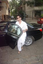 Sanjay Kapoor at Mona Kapoor funeral in Mumbai on 26th March 2012 (16).JPG