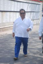 Satish Kaushik at Mona Kapoor funeral in Mumbai on 26th March 2012 (141).JPG