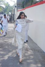 Sonam Kapoor at Mona Kapoor funeral in Mumbai on 26th March 2012 (40).JPG