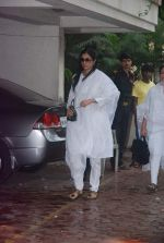 Tabu at Mona Kapoor funeral in Mumbai on 26th March 2012 (10).JPG