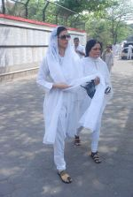 Tabu at Mona Kapoor funeral in Mumbai on 26th March 2012 (126).JPG