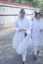Tabu at Mona Kapoor funeral in Mumbai on 26th March 2012 (127).JPG