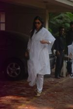 Tabu at Mona Kapoor funeral in Mumbai on 26th March 2012 (9).JPG