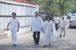 Vinod Khanna at Mona Kapoor funeral in Mumbai on 26th March 2012 (152).JPG