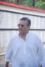 Vinod Khanna at Mona Kapoor funeral in Mumbai on 26th March 2012 (151).JPG