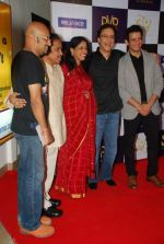 Sharman Joshi, Rajkumar Hirani, Vidhu Vinod Chopra, Kavita Krishnamurthy at Parinda premiere in PVR on 29th March 2012 (14).JPG