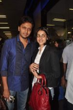 Ritesh Deshmukh, Genelia D Souza with Housefull 2 Stars snapped at Airport in Mumbai on 4th April 2012 (76).JPG
