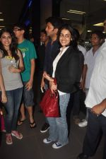 Ritesh Deshmukh, Genelia D Souza with Housefull 2 Stars snapped at Airport in Mumbai on 4th April 2012 (81).JPG