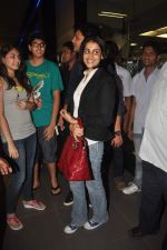 Ritesh Deshmukh, Genelia D Souza with Housefull 2 Stars snapped at Airport in Mumbai on 4th April 2012 (83).JPG