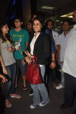 Ritesh Deshmukh, Genelia D Souza with Housefull 2 Stars snapped at Airport in Mumbai on 4th April 2012 (84).JPG
