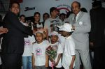 Sushil honouring Asin and Housefull2 Team alongwith kids at the Special charity screening of Housefull 2 for Cancer Aid Foundationon 6th April 2012.JPG