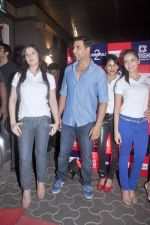 Zarine Khan, Akshay Kumar at the Special screening of Housefull 2 hosted by Yogesh Lakhani on 6th April 2012 (17).jpg