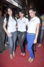 Zarine Khan, Wardha Nadiadwala, Shazahn Padamsee at the Special screening of Housefull 2 hosted by Yogesh Lakhani on 6th April 2012 (16).jpg