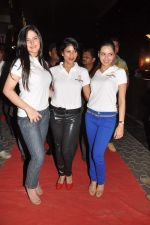 Zarine Khan, Wardha Nadiadwala, Shazahn Padamsee at the Special screening of Housefull 2 hosted by Yogesh Lakhani on 6th April 2012 (44).JPG