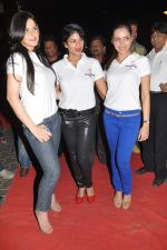 Zarine Khan, Wardha Nadiadwala, Shazahn Padamsee at the Special screening of Housefull 2 hosted by Yogesh Lakhani on 6th April 2012 (49).JPG