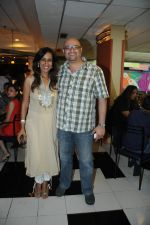Deeya Singh with Raju Singh at the Celebration of the Completion Party of 100 Episodes of PARVARISH kuch khatti kuch meethi in bowling alley on 7th April 2012.JPG